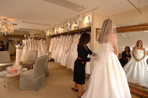 Choosing the right wedding dress