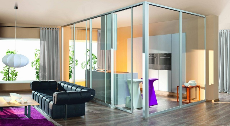 Glass partitions in the interior of the apartment