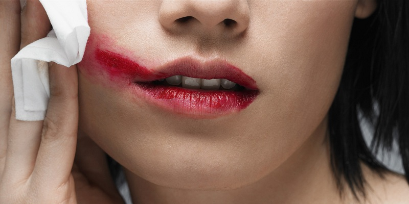 15 Tips to remove long-lasting lipstick