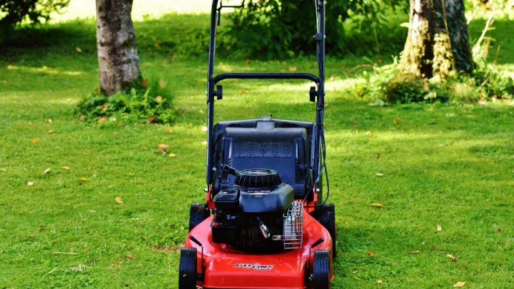 Three lawn mowing tips from the professionals