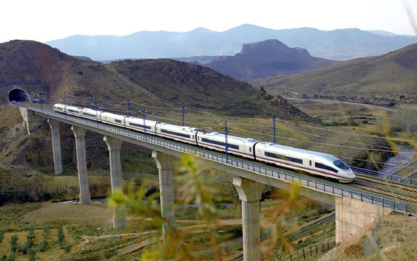 Train travel from Madrid to Paris